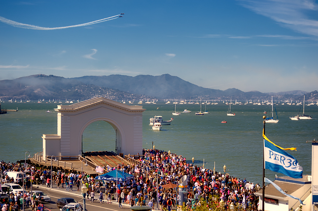 Crowd at Pier 39 watches the Fleet Week airshow