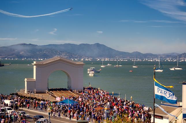 Crowd at Pier 39 watches the Fleet Week airshow